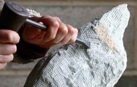 Người thợ điêu khắc