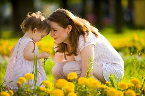 """Sự giáo dục vĩ đại nhất là """"cảm xúc ôn hòa"""" của người mẹ!"""