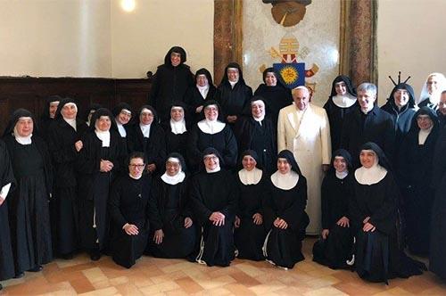 ĐTC viếng thăm Đan viện thánh Clara, tỉnh Perugia