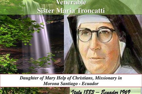 Sr. Maria Troncatti đến viếng thăm một người Shuar