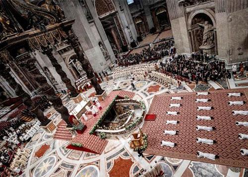Đức Thánh Cha truyền chức cho 19 Tân linh mục