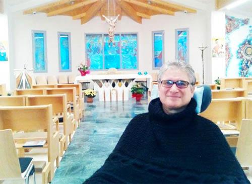 Dù liệt toàn thân, cha Manuel João vẫn lạc quan và yêu quý sự sống