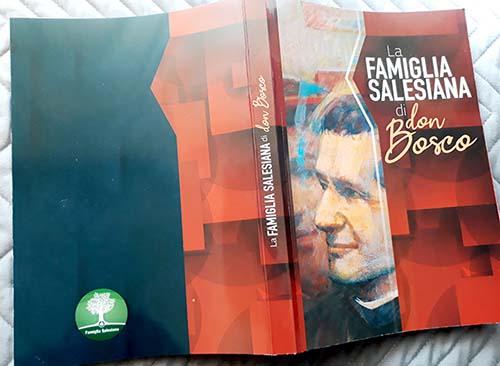 Tập sách giới thiệu 32 nhóm trong Gia đình Salêdiêng (ấn bản 2020), vừa mới được phát hành
