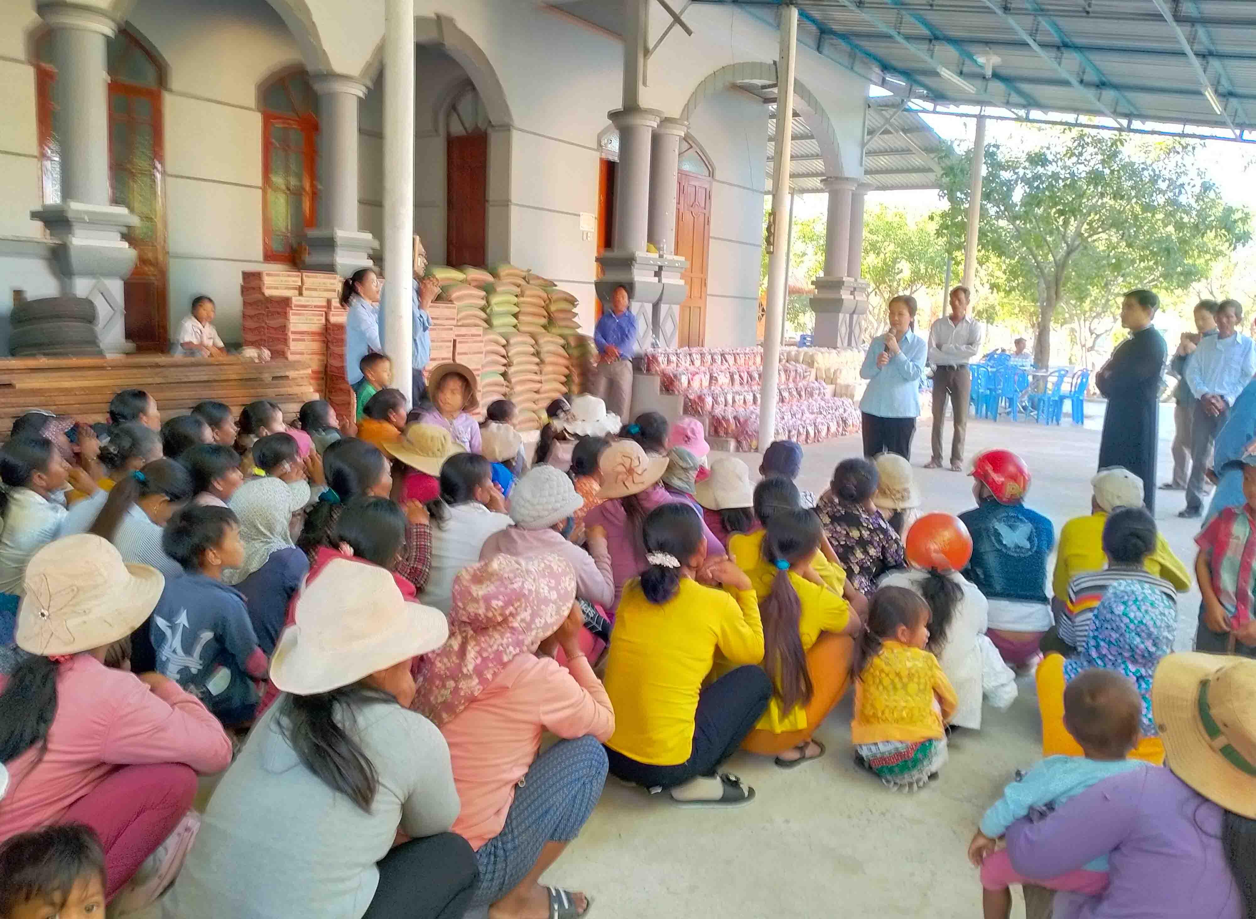 Sẻ chia yêu thương mùa Covid - FMA Phan Rang