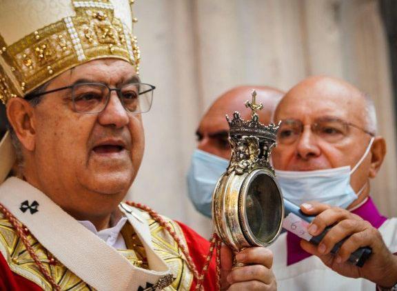 Máu thánh Januarius ở nhà thờ chính tòa Napoli lại hóa lỏng
