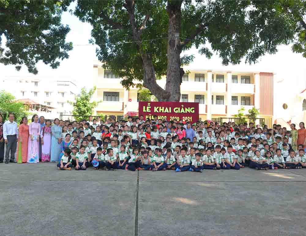 Lễ khai giảng năm học mới tại Trường Phổ cập Tam Hà