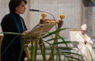 Vài phản ứng về Tự Sắc trao tác vụ đọc sách và giúp lễ cho nữ giới